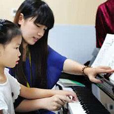 """钢琴陪练的意义是什么?如何在家做孩子""""陪练"""""""