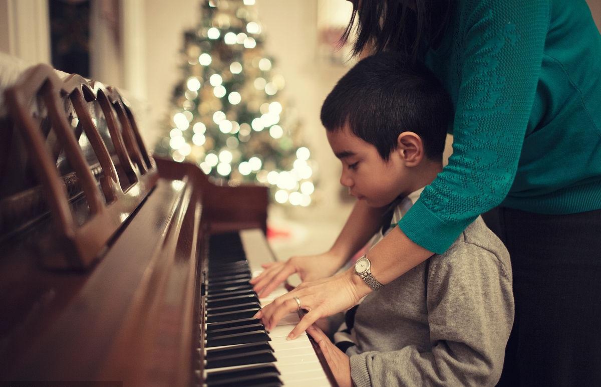 小孩子怎么入门学钢琴