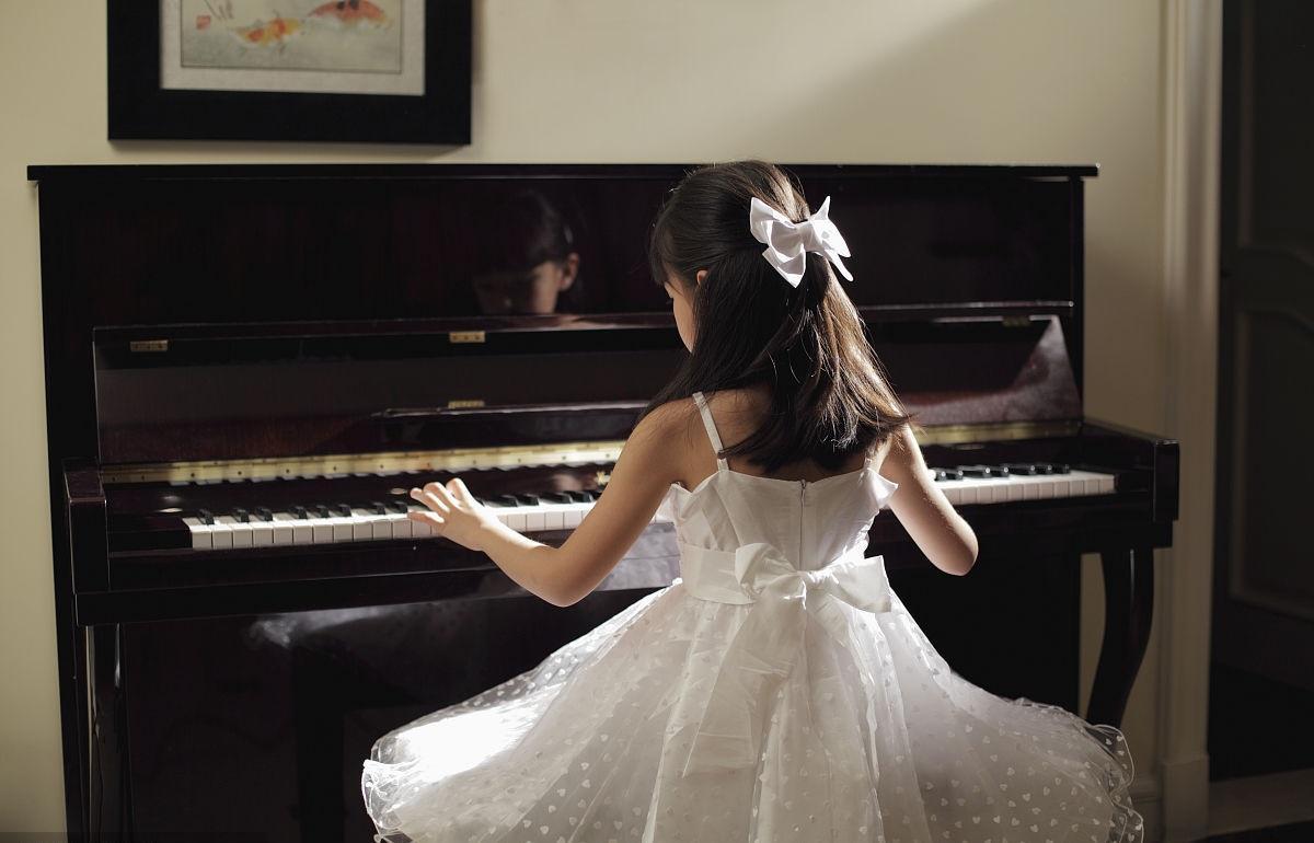 给孩子选择学钢琴是对是错