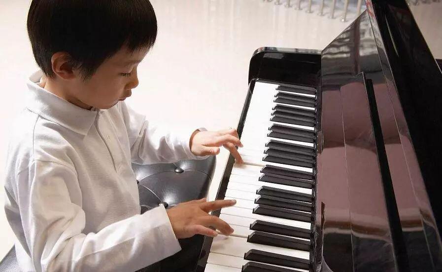 弹钢琴的五种指法(一)
